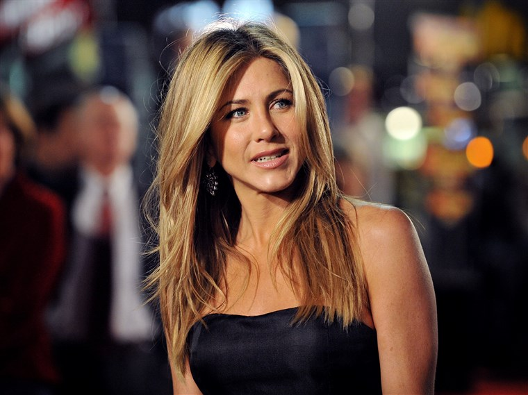 Jennifer Aniston, 51, getting schooled by Courteney Cox in a game of pool ahead of Brad Pitt reunion